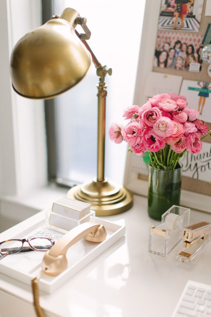 Gold lamp, white & gold office inspiration | Themombot.com