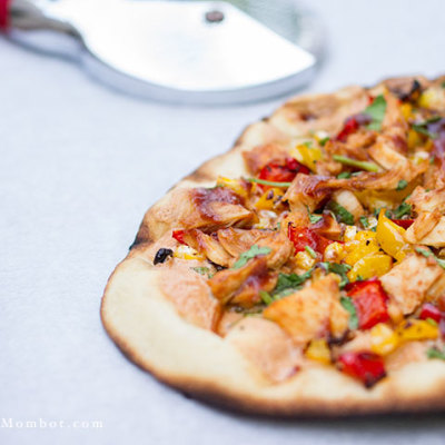 Dairy free BBQ chicken pizza | TheMombot.com