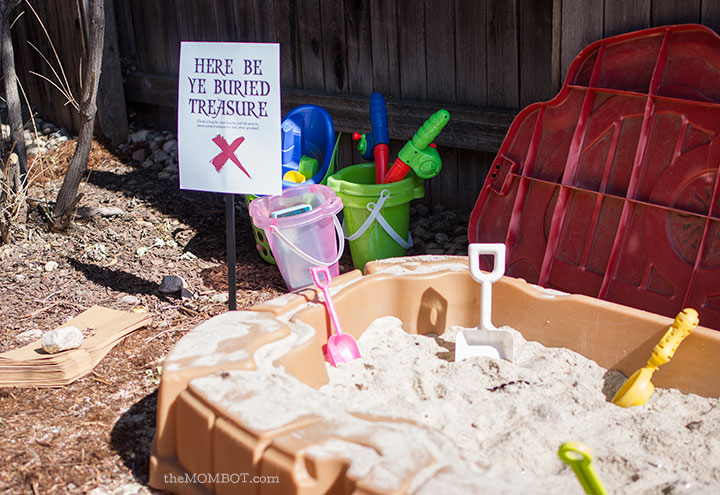 Buried treasure at our Pirate Birthday Party | TheMombot.com