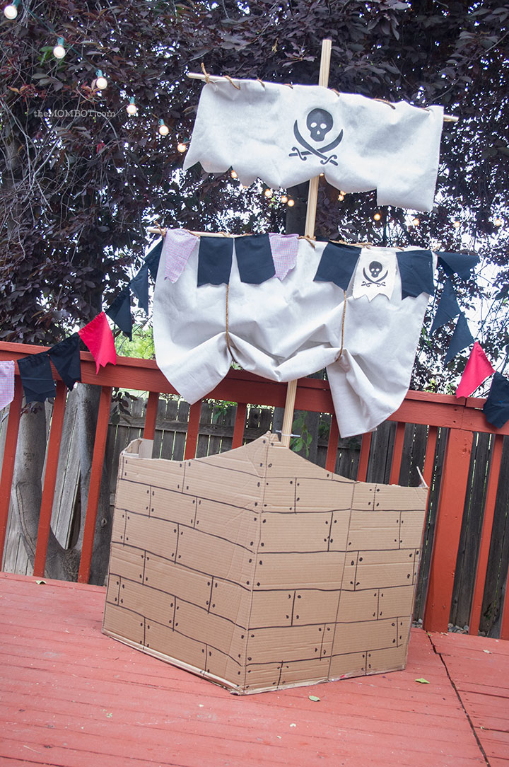 Pirate Ship made of cardboard & DIY pirate mast | TheMombot.com