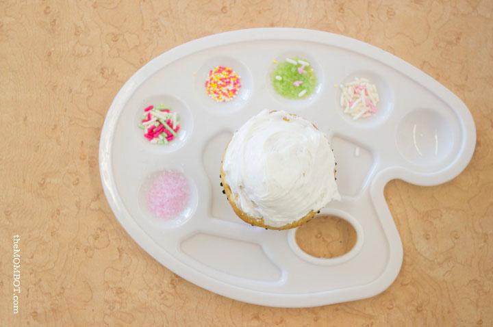 art-theme-birthday-party-decorate-cupcake