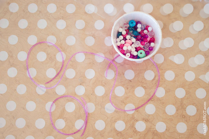 art-theme-birthday-party-necklaces