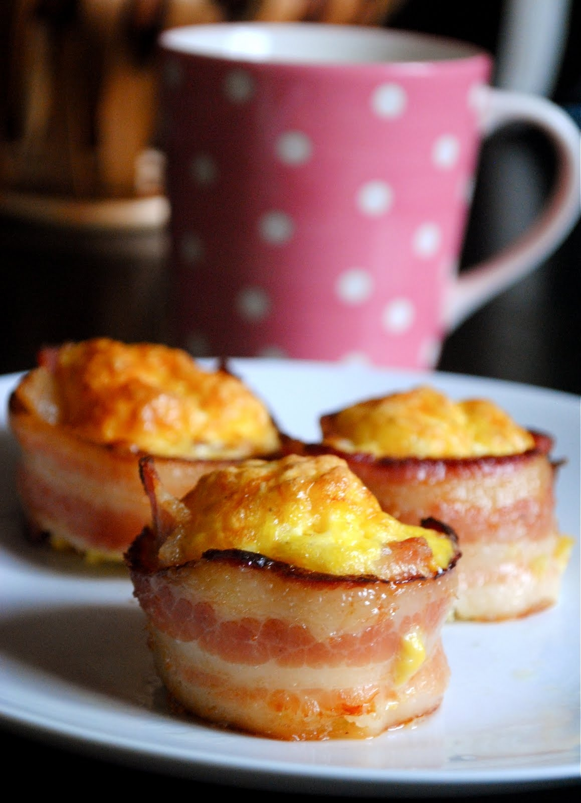 breakfast recipes: bacon-wrapped egg cups | TheMombot.com