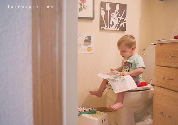 potty training my little boy | TheMombot.com