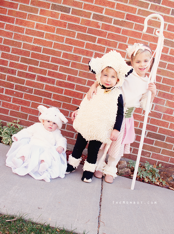 Little Bo Peep and her sheep costumes, Halloween 2014 | TheMombot.com